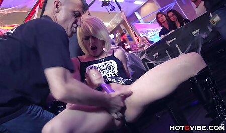 چارلی چیس بازی می کند با دانلود فیلم سکسی در تلگرام بیدمشک او