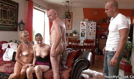 یک زن مسن تر به معنی سرگرم کننده کانال سکسی در موبوگرام قسمت 143